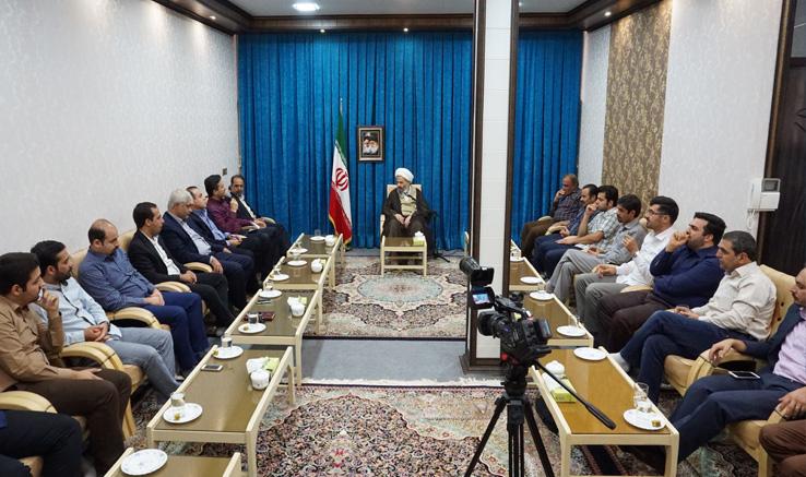 دیدار اعضای انجمن سینمای جوانان کاشان با نماینده ولی فقیه و امام جمعه کاشان