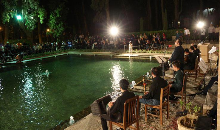 گرامیداشت روز جهانی عکاسی در  باغ تاریخی فین کاشان