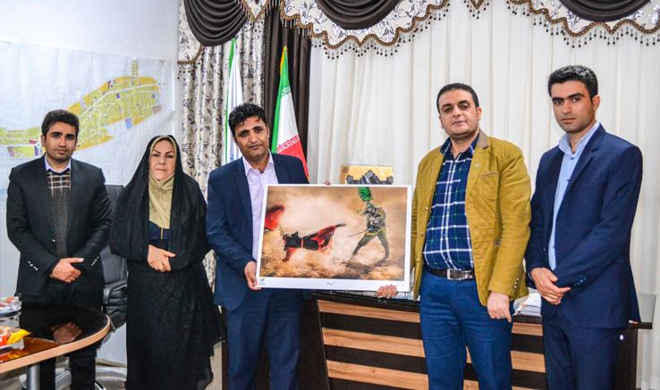 شورای اسلامی شهر «آباد» خریدار آثارنمایشگاه «دیار تنهایی» شد