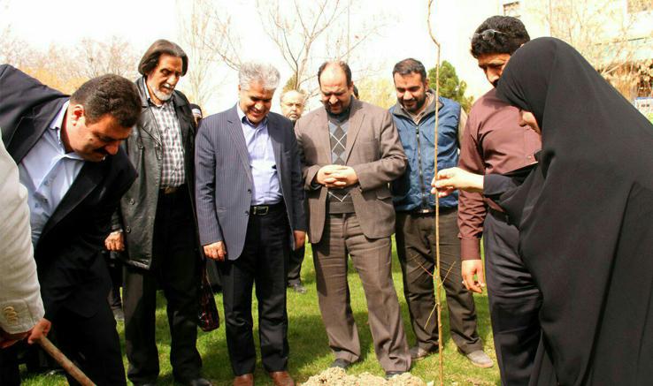 درختکاری ویژه یادبود مادران درگذشته جامعه هنری مشهد