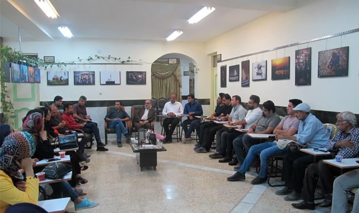 نشست فیلمسازان وعکاسان انجمن سینمای جوانان برازجان