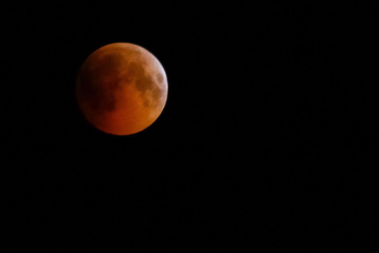عکاسی و رصد ماه گرفتگی در همدان
