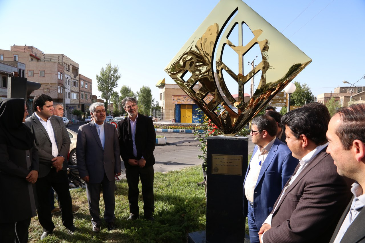 نصب تندیس جشنواره انجمن سینمای جوانان در مشگینشهر