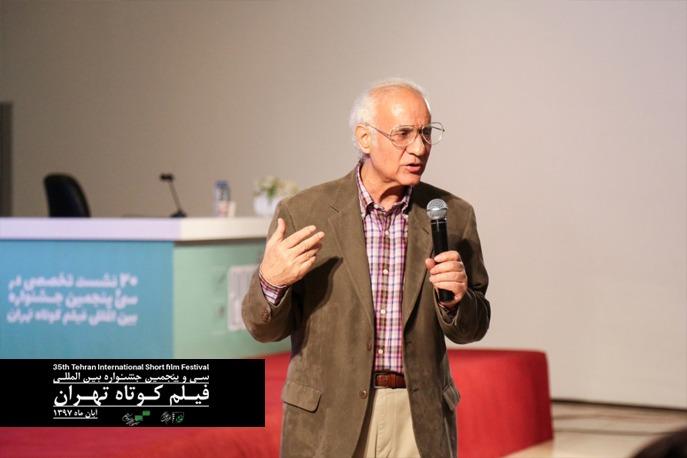 احمد الستی: دیدن آثار هنری تجربی موجب این تصور می شود که از هنر عقب افتادهایم