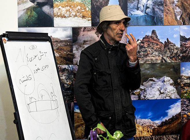 جلسه ای دیگر با داریوش غریبزاده بههمراه داستان و چای در بوشهر