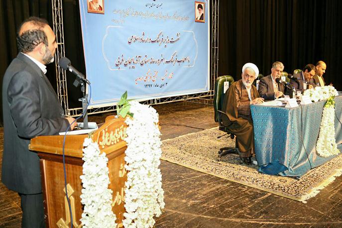 نشست وزیر فرهنگ و ارشاد اسلامی با جمعی از هنرمندان و اصحاب رسانه آذربایجان غربی